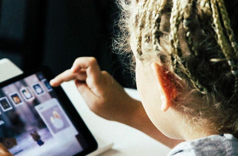 Ξεκινούν οι αιτήσεις για το voucher 200 ευρώ για αγορά laptop και tablet