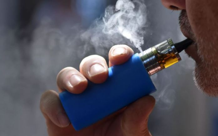 «Καμπανάκι» ΠΟΥ για το ηλεκτρονικό τσιγάρο – Eπικίνδυνες οι συσκευές εισπνοής νικοτίνης