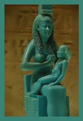 Statue femme allaitante