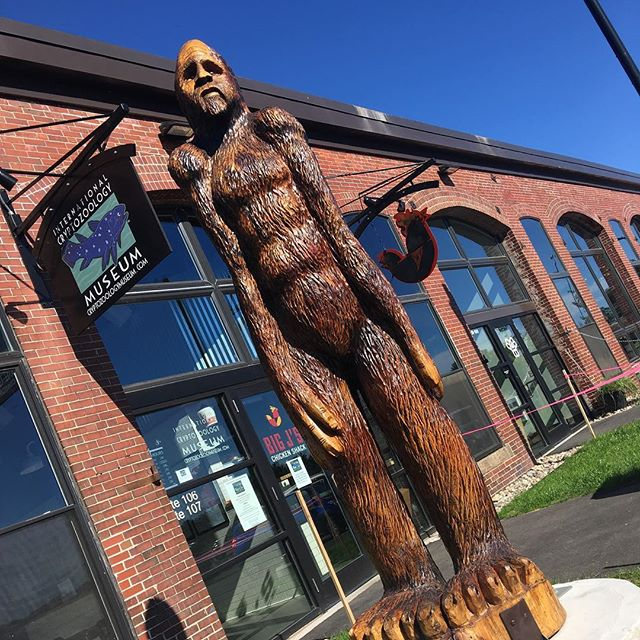 Had @bigjschicken for lunch. The International Cryptozoology Museum is in the same building. What is cryptozoology you ask? A pseudoscience dealing with things like big foot. 😄