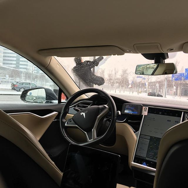 Taxi picked us up at the airport in a Tesla. 😱 Then he had to jump up to wipe the gate sensor since it was covered in snow.