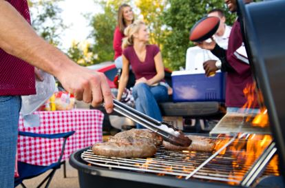 Fireworks and Barbeque: How to Throw the Best Outdoor Party for your Friends and Family