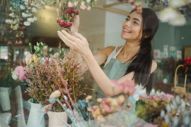 happy woman making bouquets of flowers