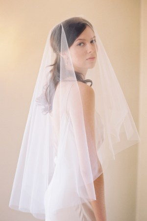 PERFECT BLUSHER FINGERTIP BRIDAL VEIL