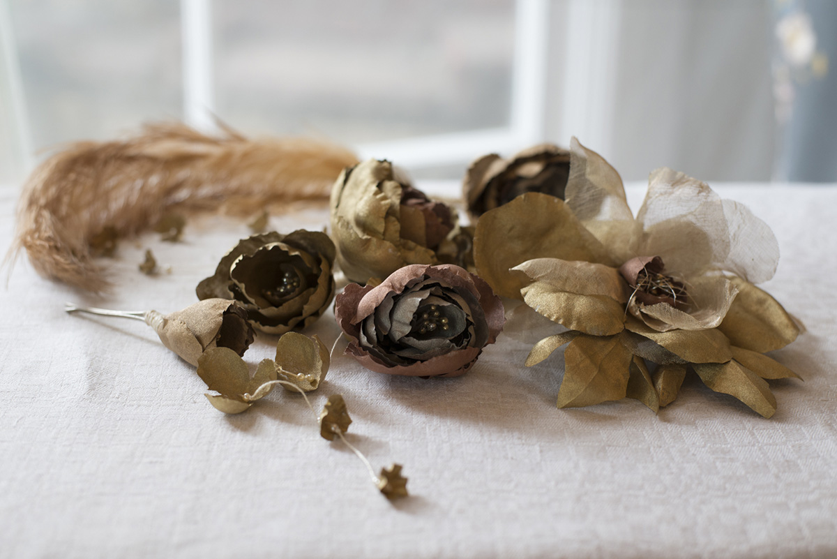 GOLDEN THREADS METALLIC WEDDING HAIR FLOWERS