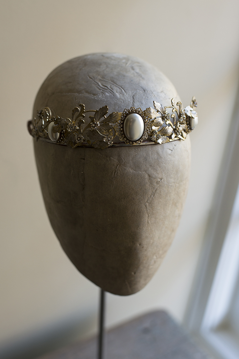 NOUVEAU LOVE PEARL CABOCHON CROWN