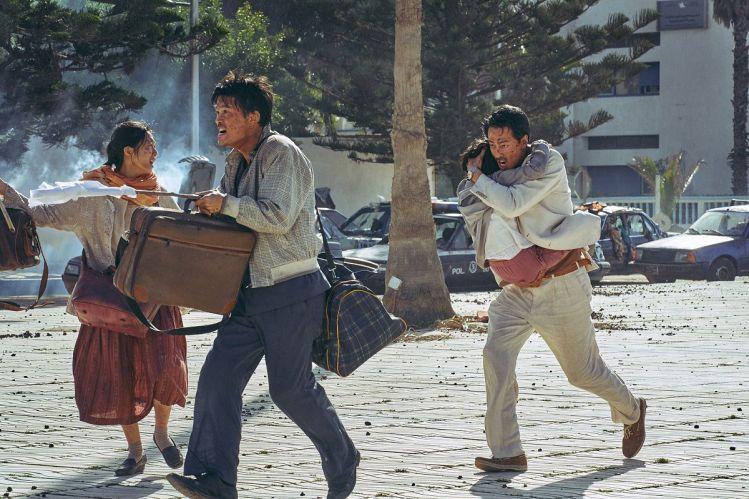 韓國電影《逃出摩加迪休》韓國電影《逃出摩加迪休》具教喚 許峻豪、金倫奭、趙寅成