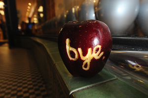 An apple left outside an Apple store in Pasadena, California. Photo by ROBYN BECK/AFP/Getty Images
