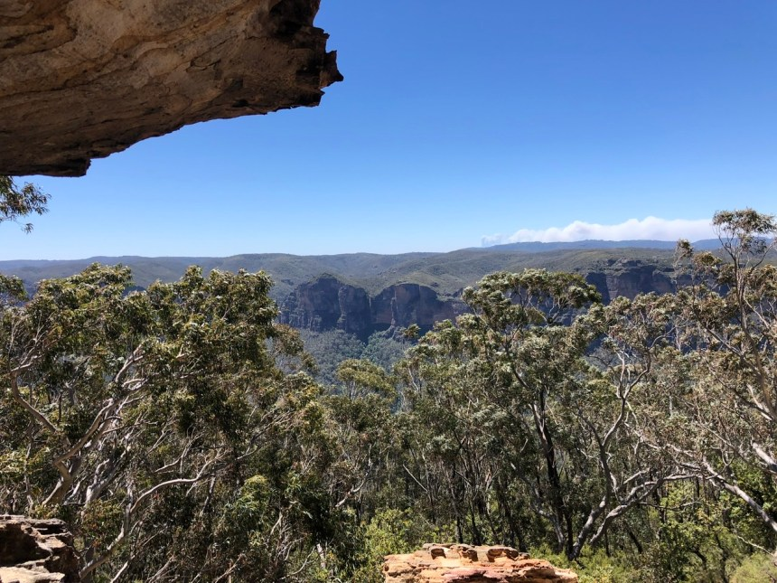 fitness travel blogger Erica Rascon explores Wind Eroded Cave in Blue Mountains, NSW