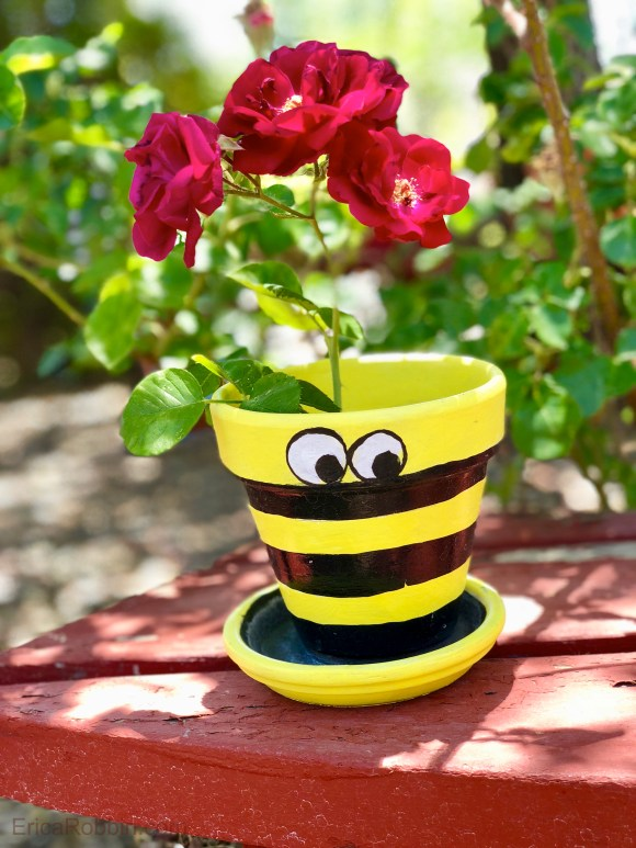 Bee painted flower pot © 2018 ericarobbin.com | All rights reserved.
