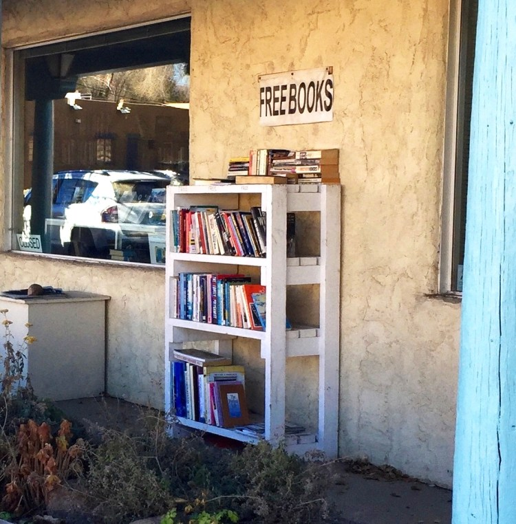 Free books display, Somos, The Literary Society of Taos, Taos, New Mexico, USA © 2018 ericarobbin.com | All rights reserved.