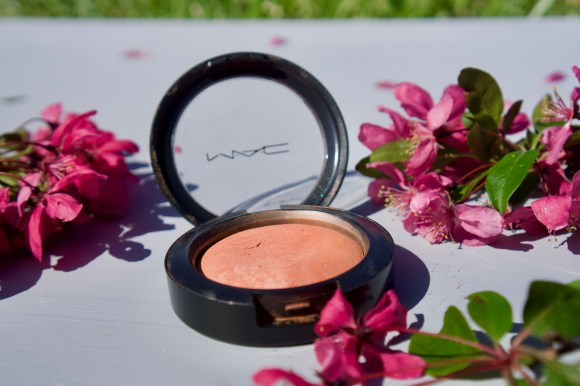 MAC Fresh Honey Mineralize Blush © 2019 ericarobbin.com | All rights reserved.