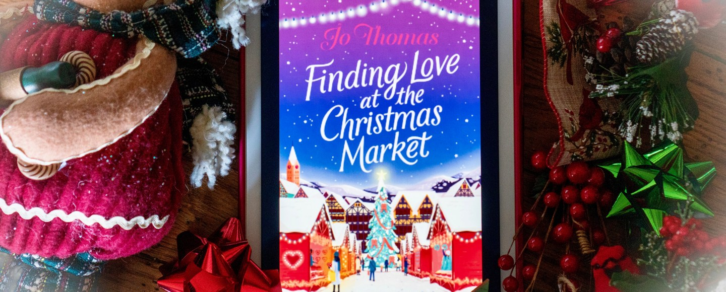 Finding Love at the Christmas Market by Jo Thomas   Erica Robbin