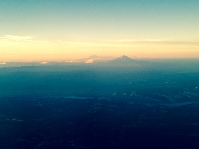pacific-northwest-mountains-mt-st-helens-mt-adams-columbia-river