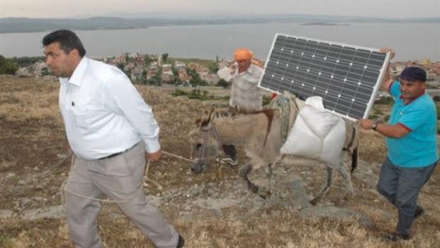 turkey-shepherds-solar-panels-connect-to-internet