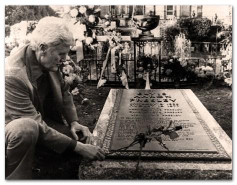 Vernon Presley-Elvis Grave