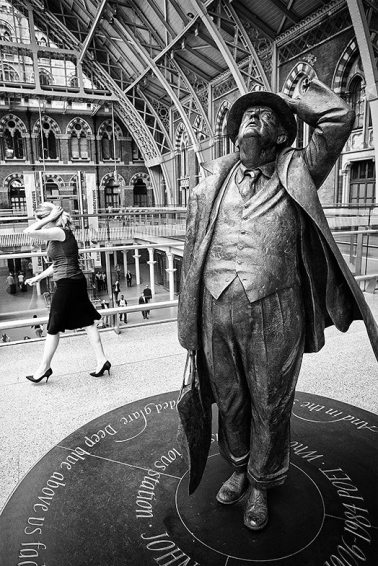 Mime at St. Pancras. London, 2009