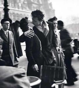 "Robert Doisneau's famous ""Kiss"" Photo"