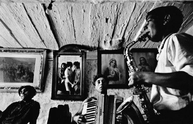 CZECHOSLOVAKIA. Slovakia. Velka Lomnica. 1963. Gypsies. © Josef Koudelka / Magnum Photos