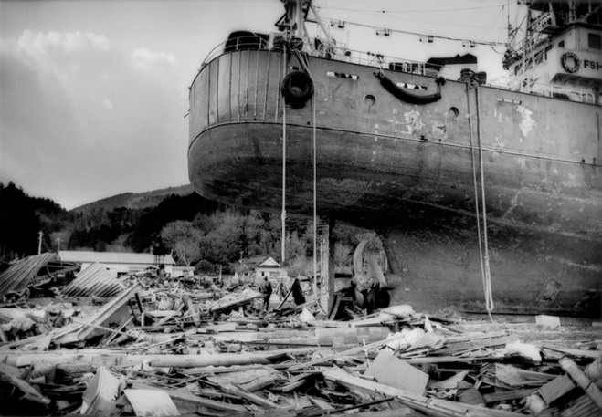 """""""Black Tsunami"""": Interview with James Whitlow Delano about Documenting the Devastation of the 2011 Tohoku Tsunami"""