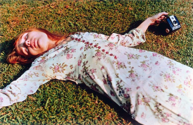 william-eggleston-untitled-1975-girl-on-grass