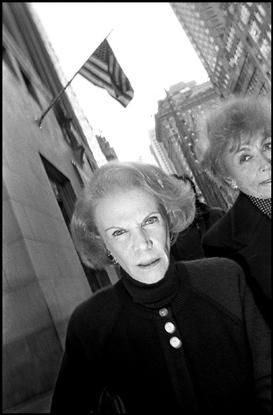 USA. New York City. 1992. Women walking on Fifth Avenue.