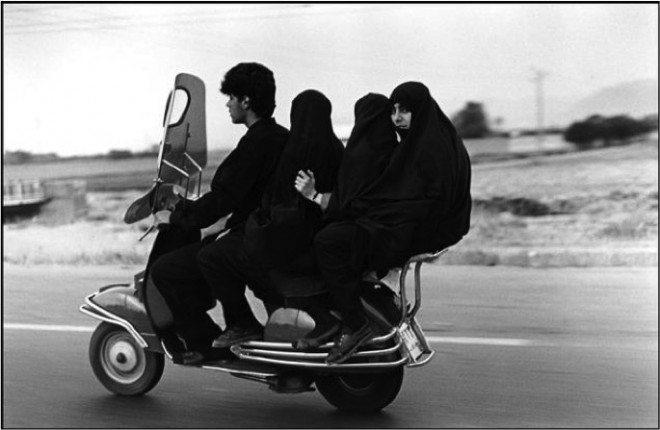 Abbas / IRAN. Shahr Rey. 1997.