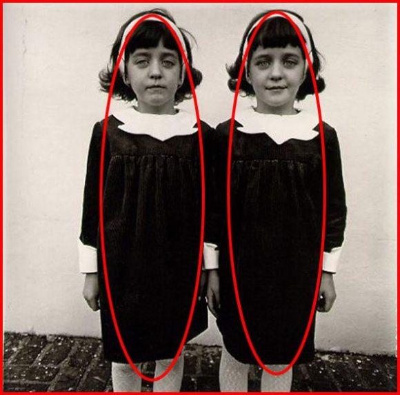 mirror-two-girls
