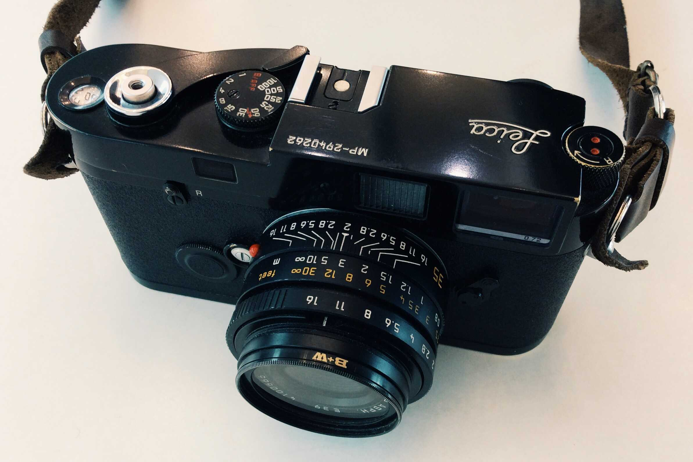 A Guide on How to Shoot Street Photography on a Film Leica (or Rangefinder)