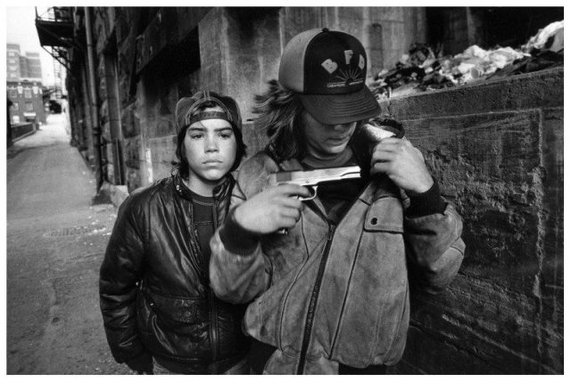 mary-ellen-mark-street-photography-rat-and-mike-with-a-gunseattle-washington-usa-1983