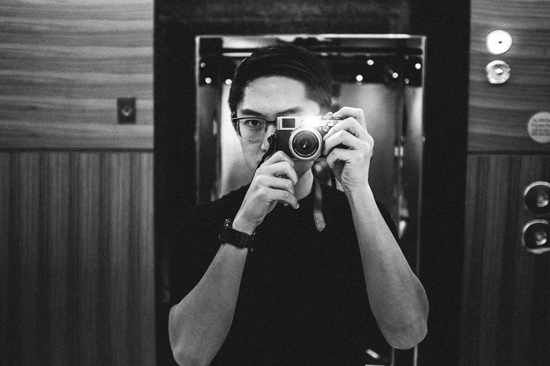 Dubai hotel lobby selfie with the fujifilm x100t