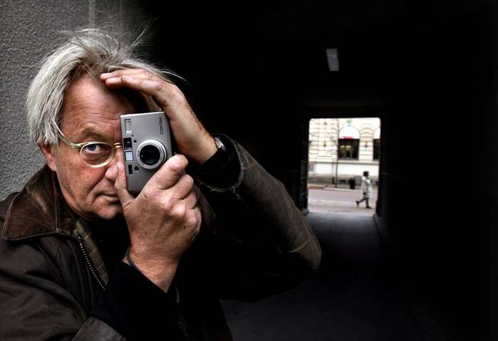 Portrait of Anders Petersen with his Contax T3