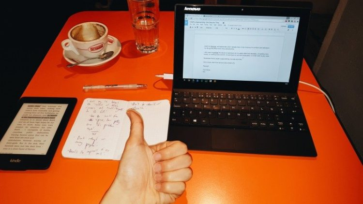 My workspace at ilcafe, just when I finished writing this essay!