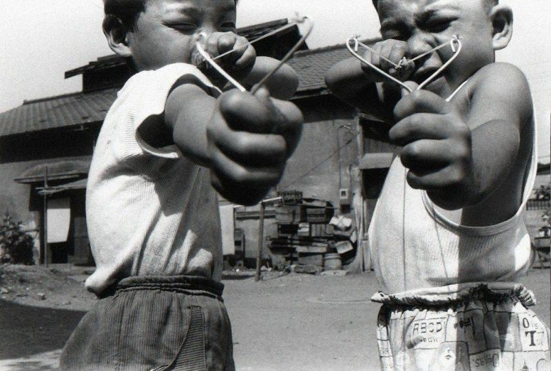 Satchin and His Brother Mabo, 1963. Photo by Araki