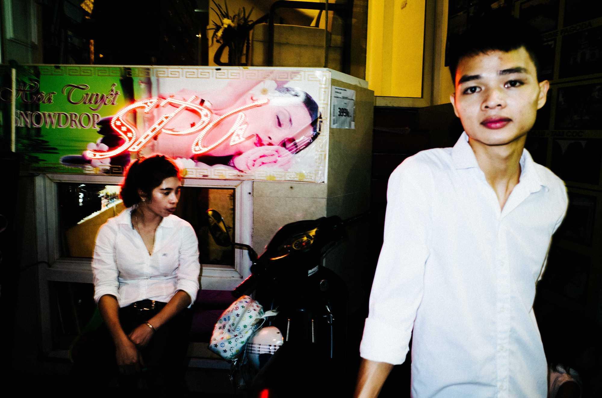 eric-kim-street-photography-hanoi-vietnam-ricoh-gr-ii-28mm-0005460