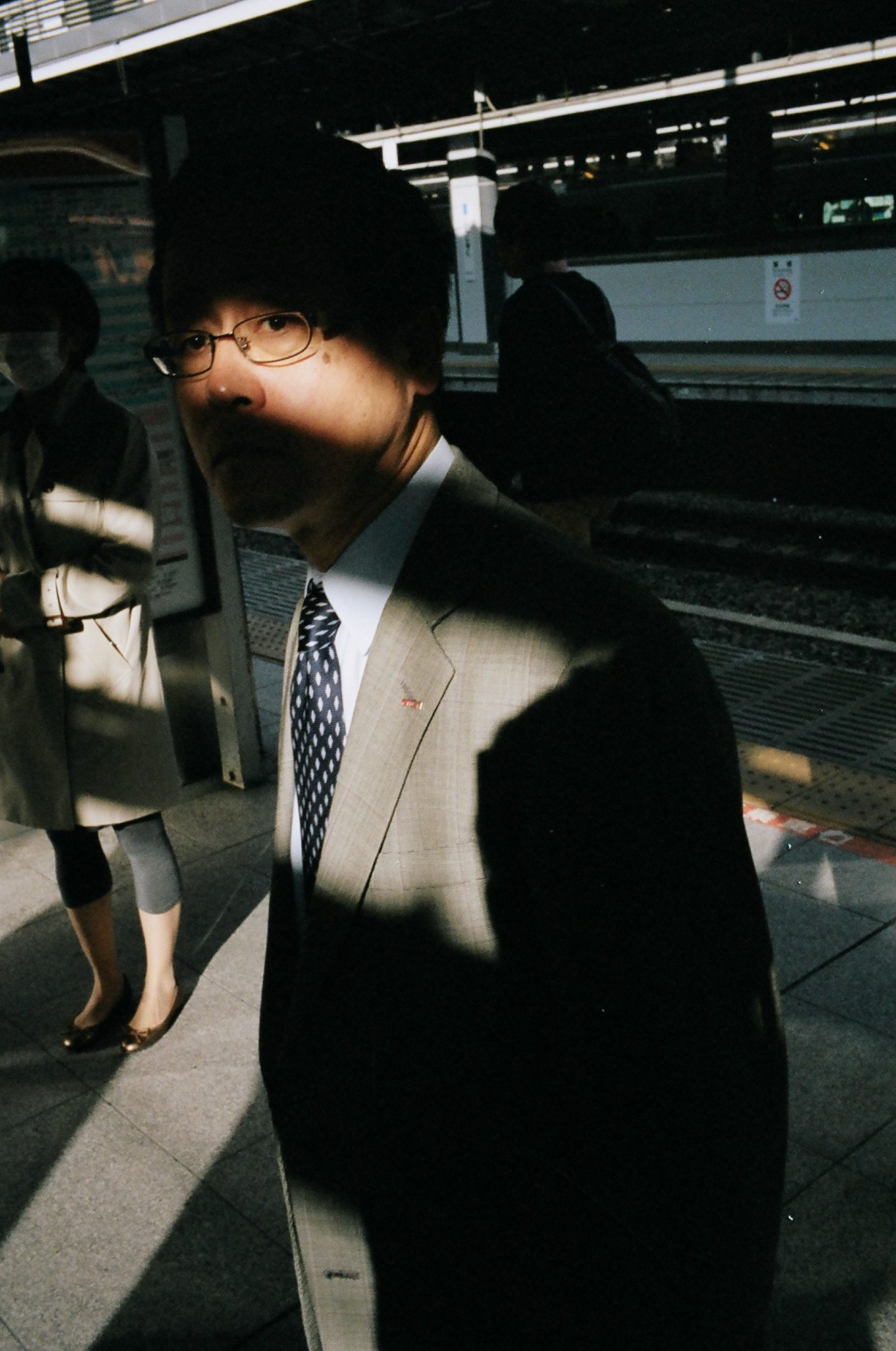 eric-kim-street-photography-suits-project-kodak-portra-400-film-18