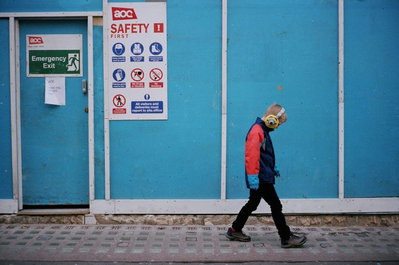 eric-kim-street-photography-color-red-blue