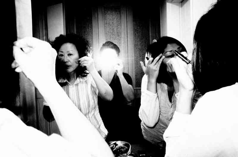 eric kim photography cindy and mom korea seoul flash
