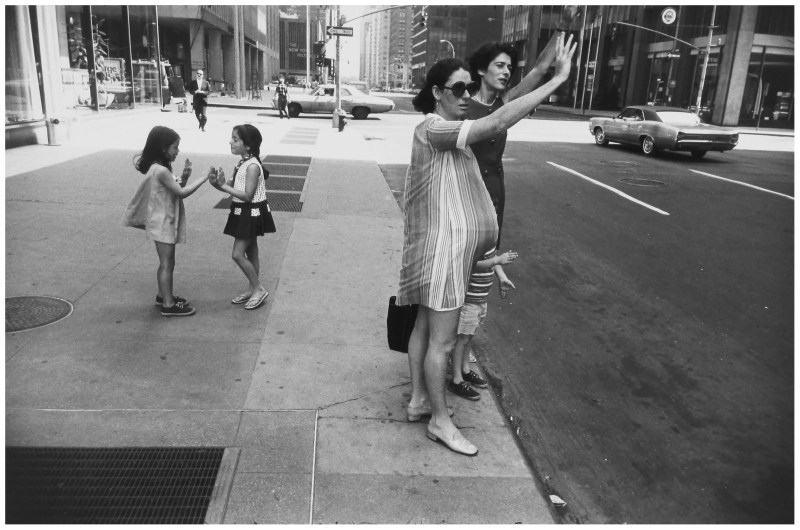 garry winogrand kids playing
