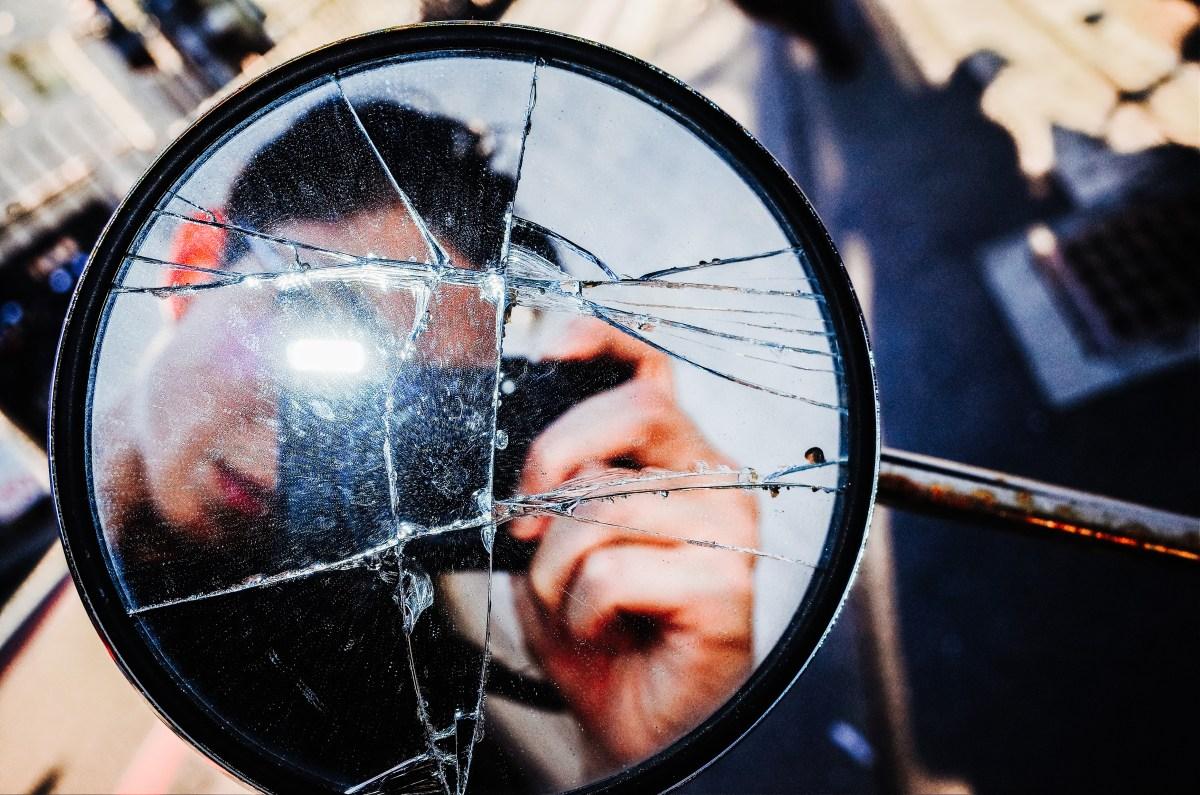 ERIC KIM SELFIE in broken mirror. Kyoto, 2017.