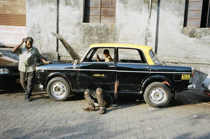 Street photograph in Mumbai, 2014 by ERIC KIM