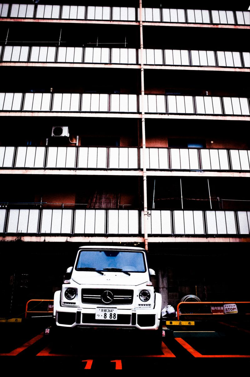 Mercedes SUV and white boxes. Kyoto, 2017