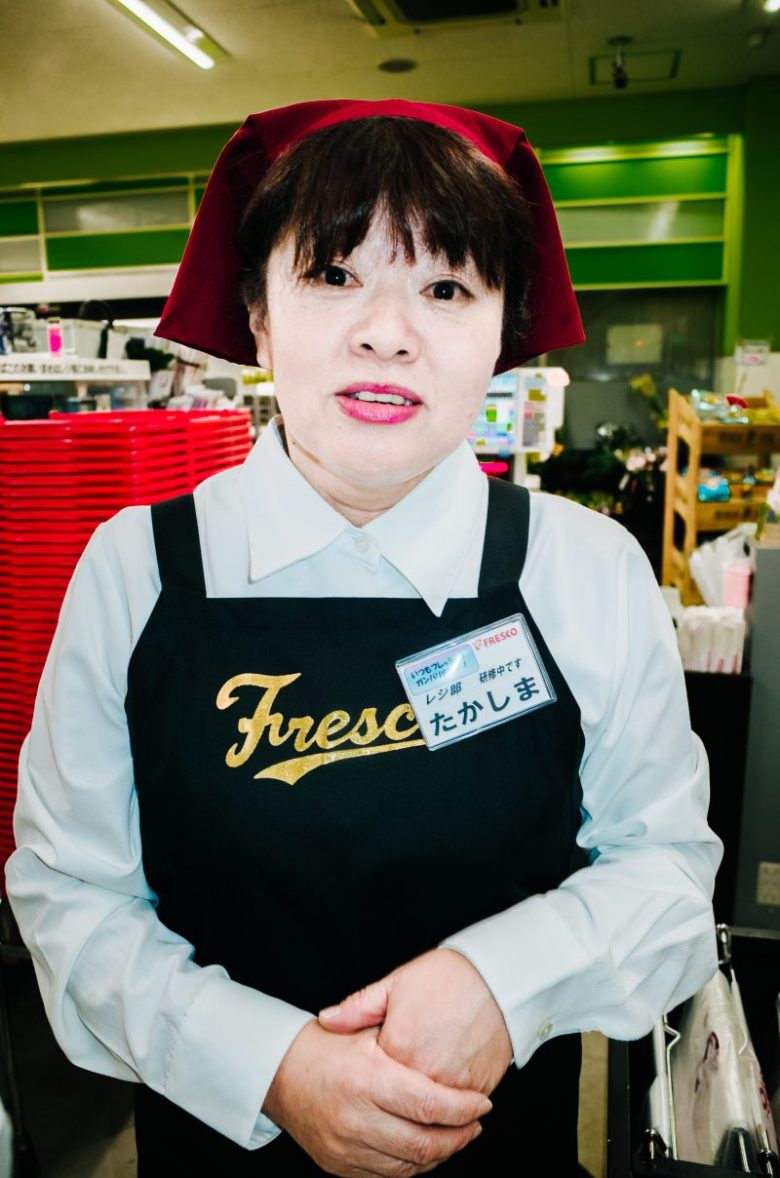 Woman at grocery store (Frescos). Kyoto, 2017.