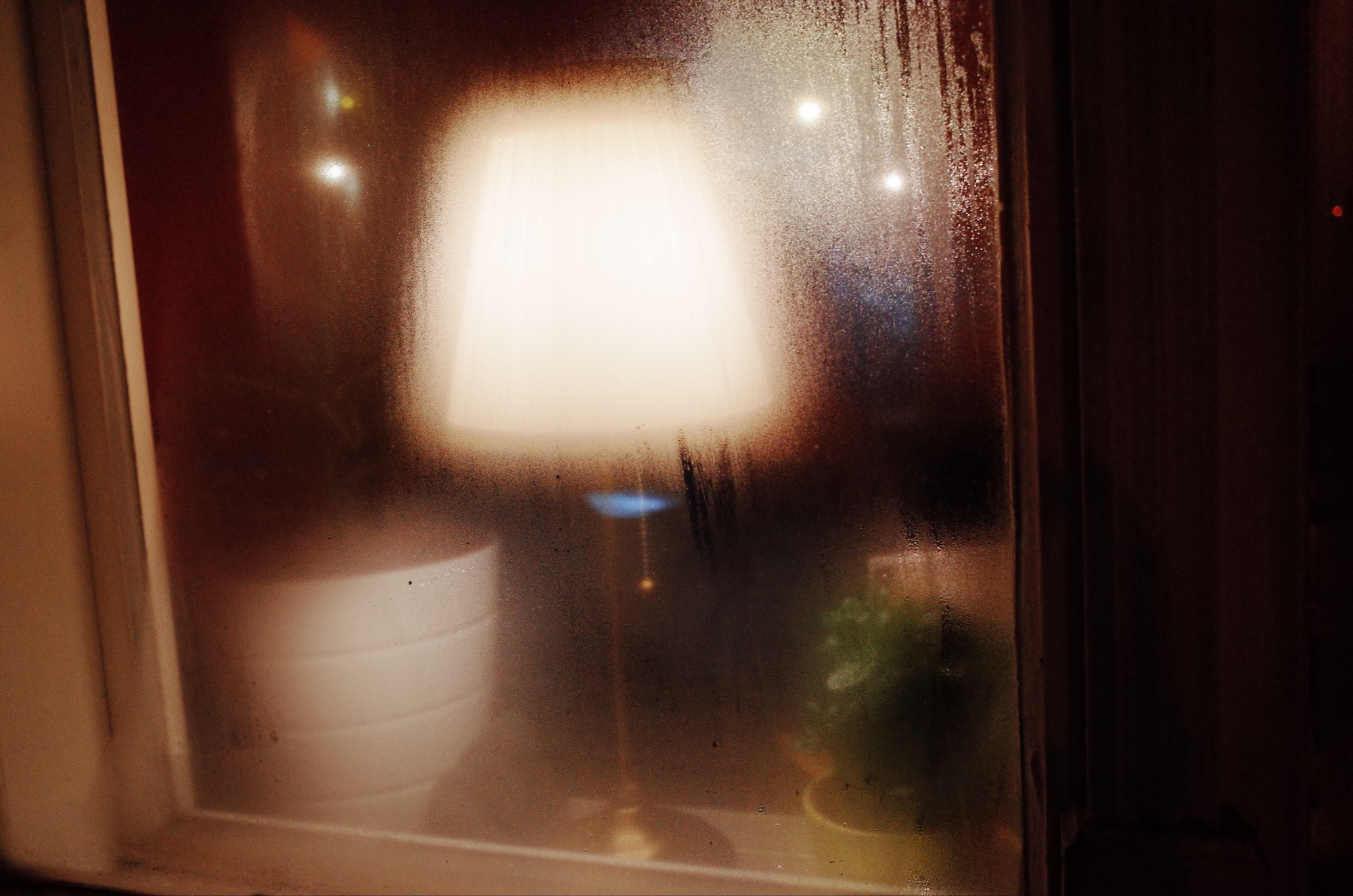 Blurry lamp. Prague, 2017