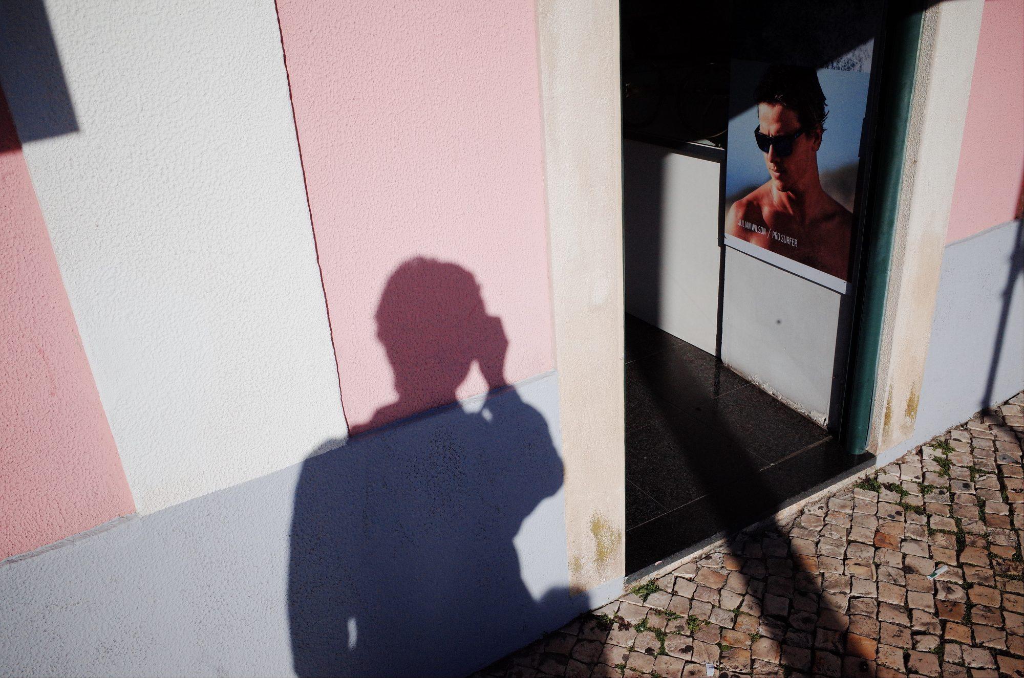Pink wall selfie. Lisbon, 2018