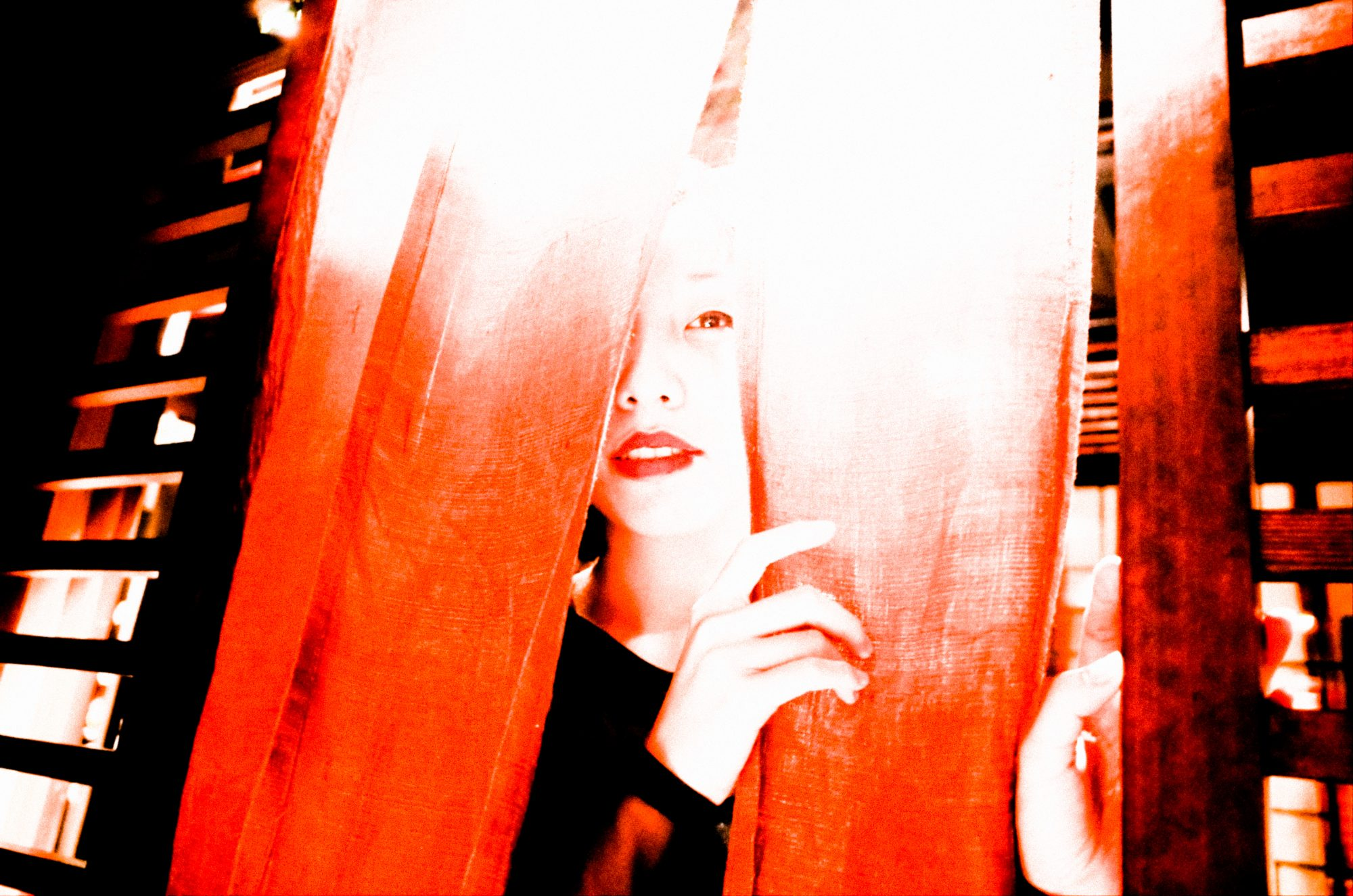 Cindy red curtain