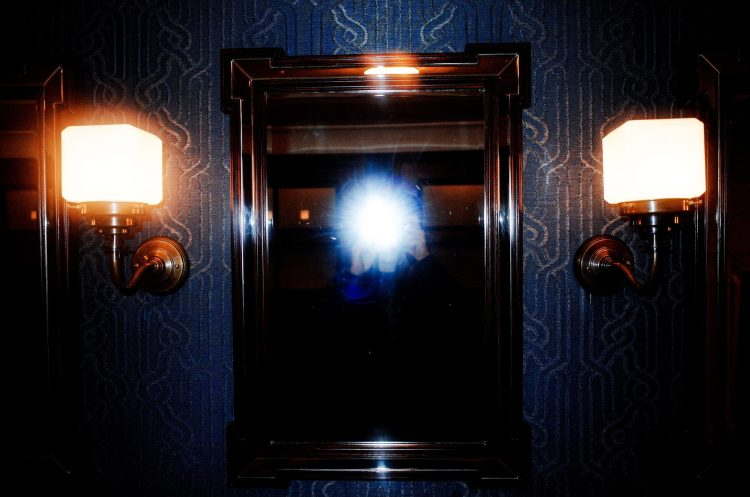 Selfie flash mirror London