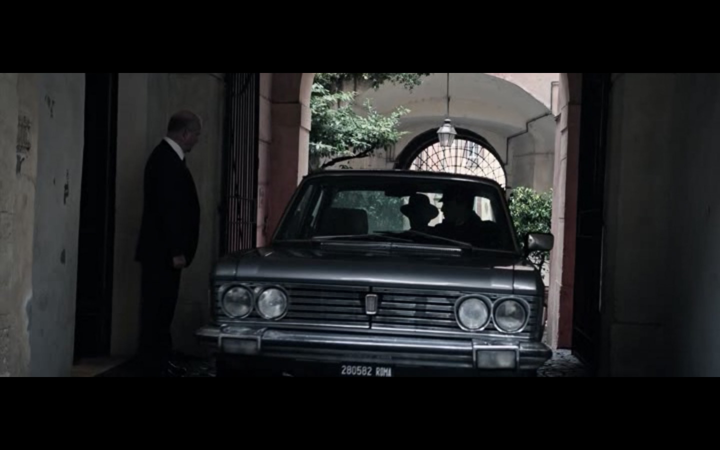 all the money in the world cinematography--10