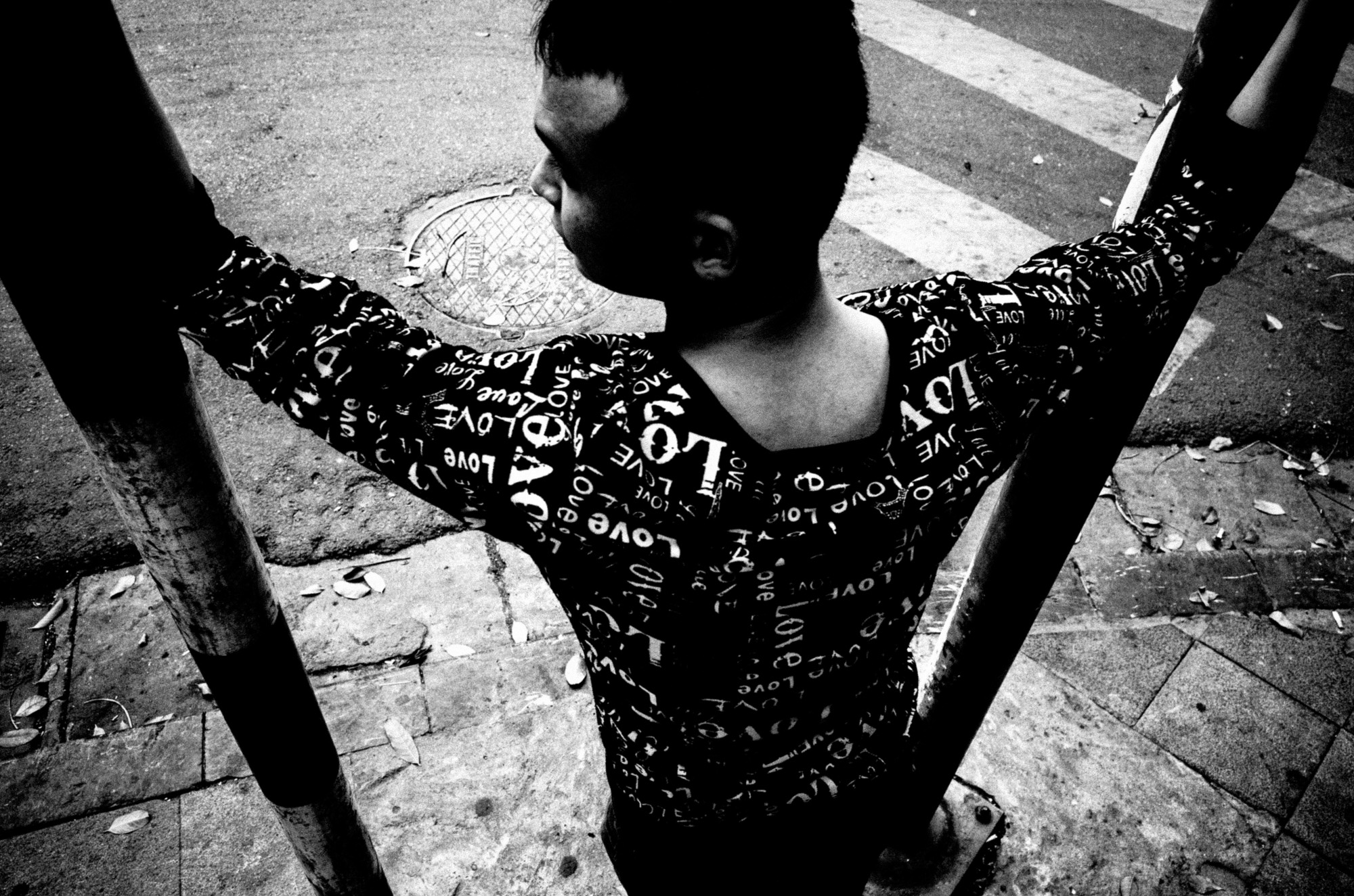 eric kim photography black and white - eric kim street photography hanoi-0011161