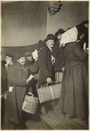 lewis hine immigration - ellios island 1